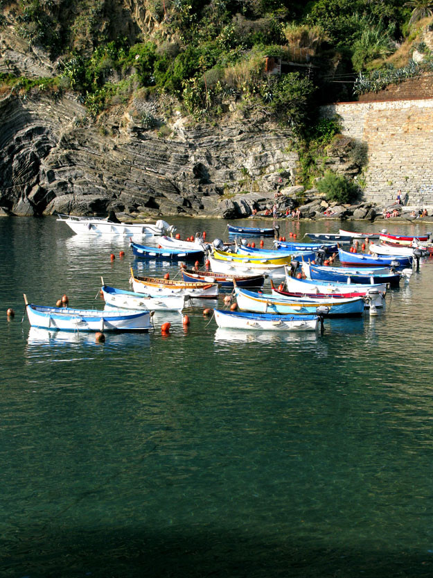 ורנצה, היא עיירה שוקקת ובמפרץ הרחב שלה יש חוף ים קטן חולי וסלעי שסביבו בתוכו עוגנות סירות דייגים קטנות.