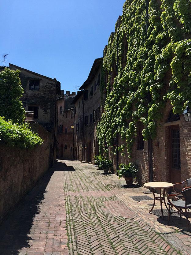 בצ'רטלדו, מהכיכר המנומנמת, עלינו ברכבל לאזור העתיק, הגבוה בעיירה, שנקרא Certaldo Alto
