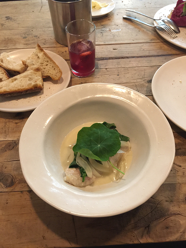 Fismuler נשענים דווקא על המטבח המסורתי של מדריד ומגישים מנות טעימות חפות מכל פוזה עיצובית. רביולי במסעדה