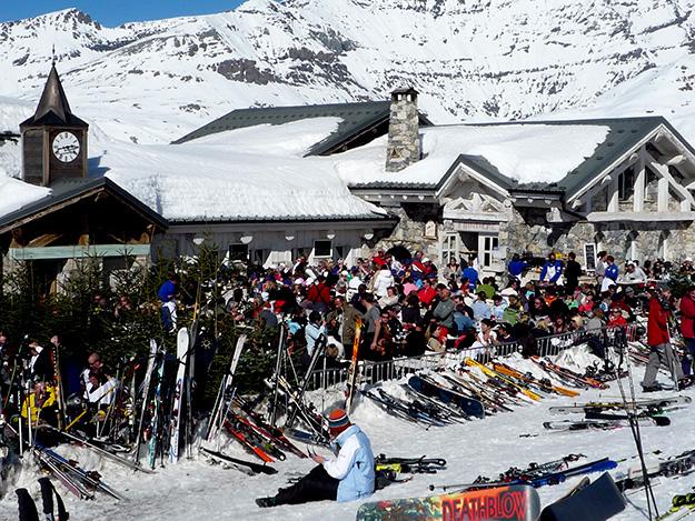 1200 איש נאספו כבר בשעה המוקדמת של הצהריים בפסגה הגבוהה לארוחת צהריים ומסיבת ריקודים