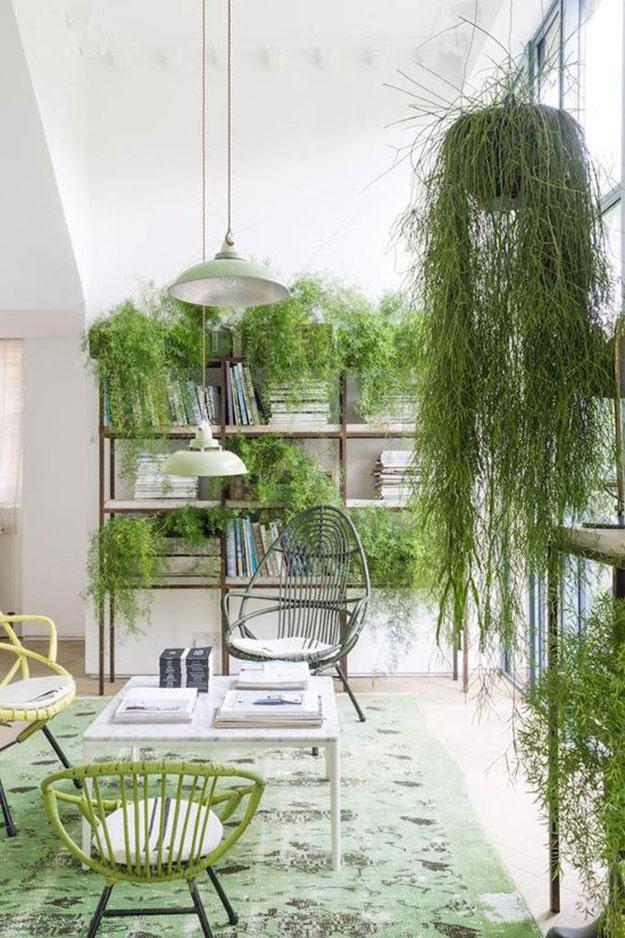 בג'ונגל האורבני הזה, בביתה הלונדוני של Liza Giles Interior Stylist and Art Director