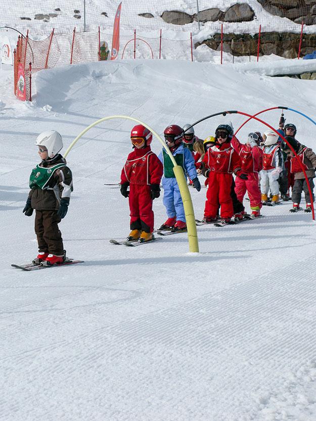 שיעורי סקי לפעוטות בעיירת הסקי מירבל