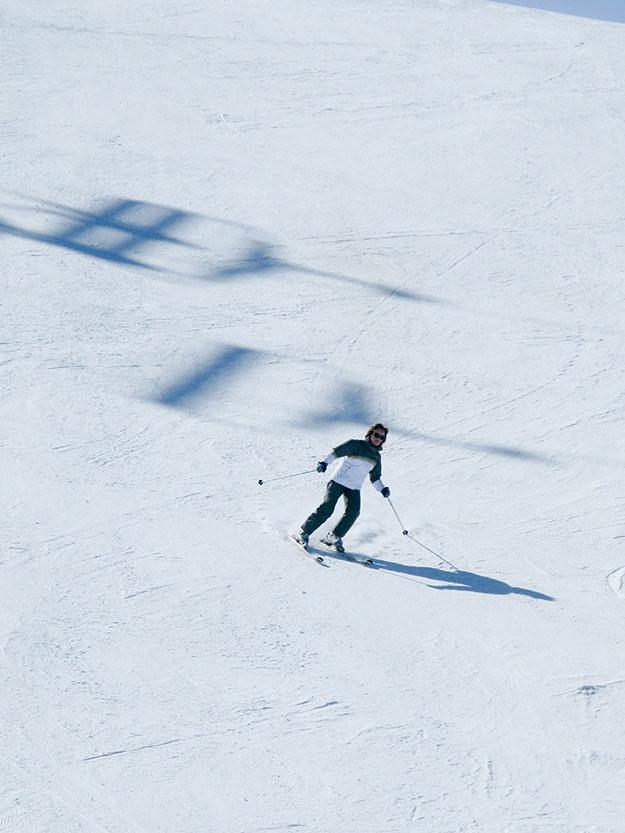 אתר הסקיואל ד'יזרVal d'Isère המדורג בין עשרת האתרים הטובים בעולם לגולשים מקצוענים, הוא חלק ממתחם הסקי הענקEspace Killy,