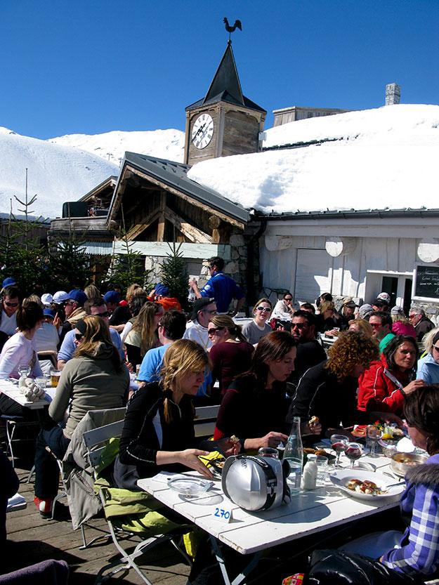 בעיירת הסקי ואל דיזר, בילינו כמה שעות טובות לארוחת צהריים עצלה, במסעדת הפסגות המעוצבת, LA FRUITIERE, נצלים בשמש החורפית השקרנית