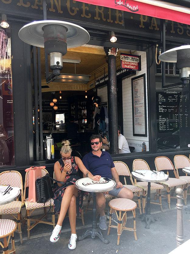 קפה שרלוט, המקום האופנתי, המגיש אוכל ביסטרו קלאסי