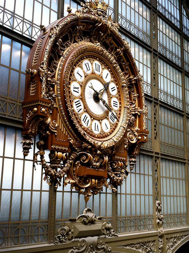 מוזיאון האמנות ד'אורסיי Musee d'Orsay הממוקם בגדה השמאלית על גדות נהר הסן, באזור היוקרתי של סאן ז'רמן. המבנה של המוזיאון בין שלוש הקומות שימש כתחנת רכבת ומלון בעבר.