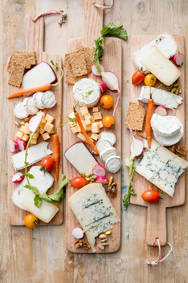 מגשיפ אישיים של גבינות שבועות מושלם עם מחבר גבינות משק גבינות יעקבס