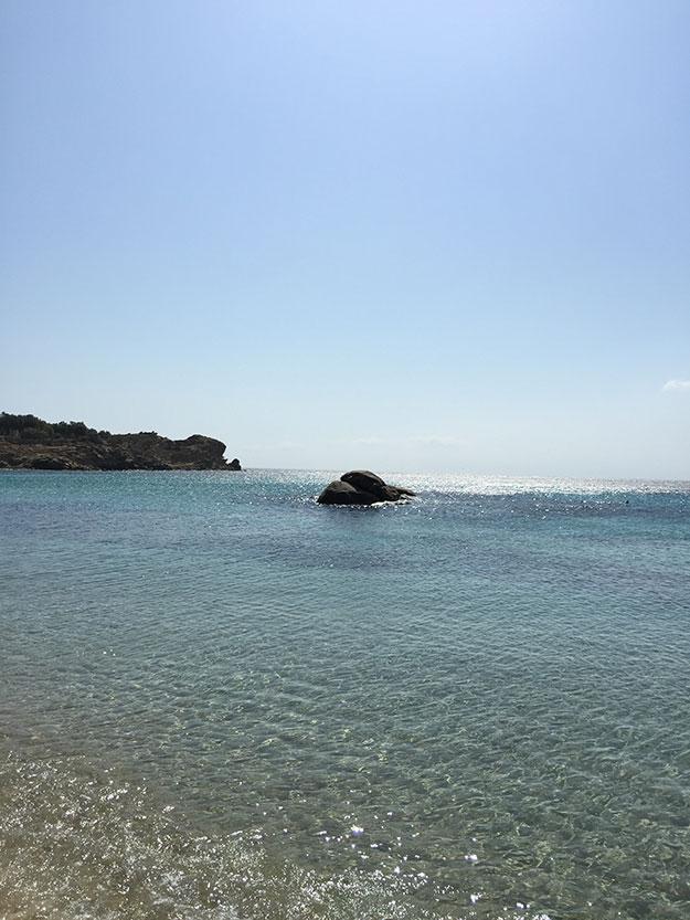 מים צלולים וחול רך בקלאפטיס