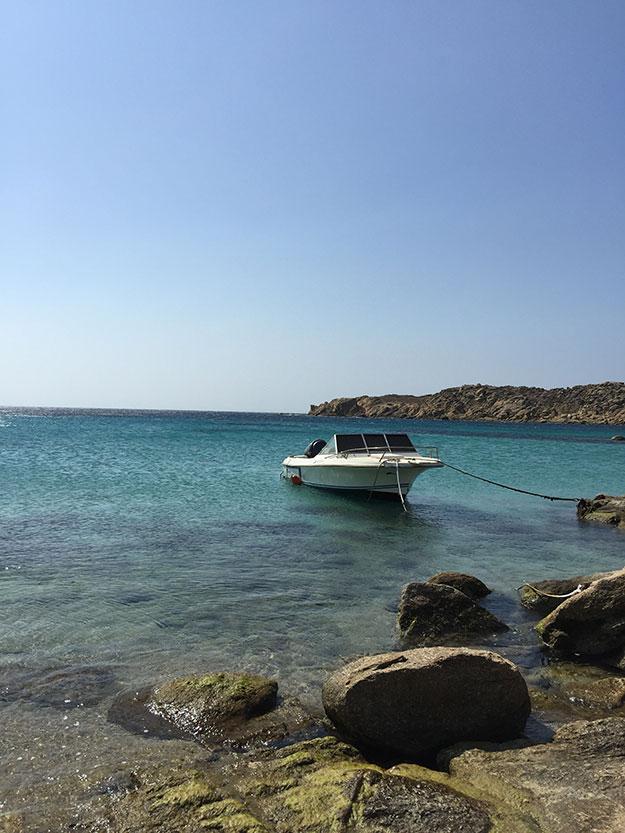 הכי נחמד לעבור מחוף לחוף בסירה המפליגה בין החופים