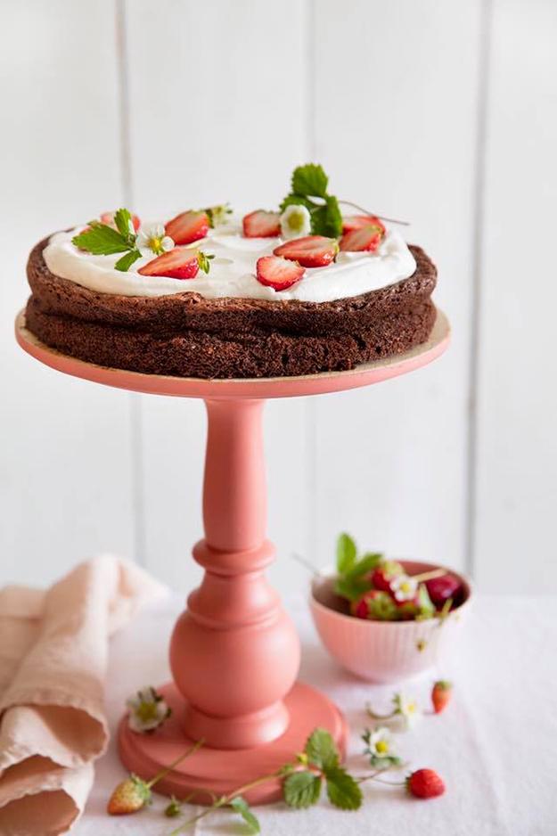 שוקולדית חלומית עם כתר תותים