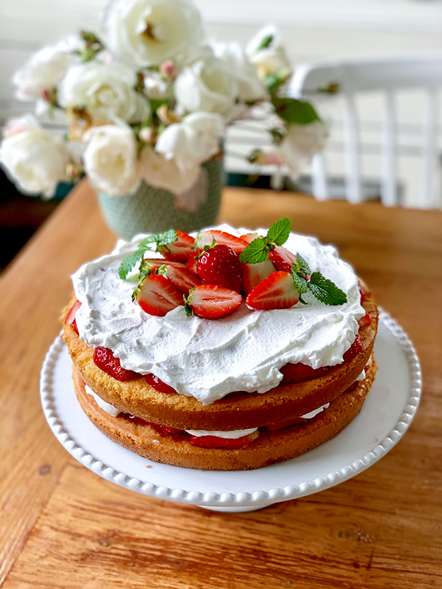 כוכבת העונה עוגת תותים וקצפת