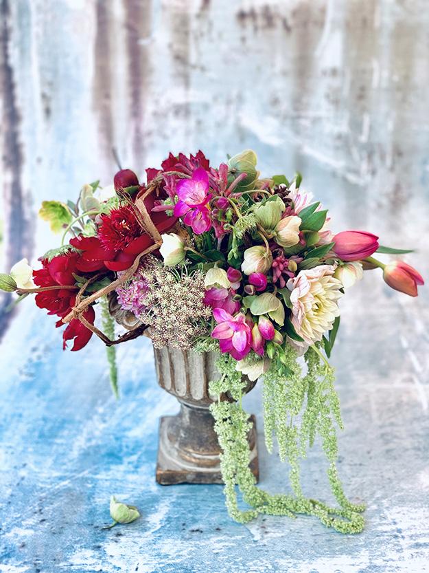 אדמוניות, אמיתה, טוליפים, הלבורוס, נוריות, כף קנגרו, פרזיות ועוד ועוד פרחים נהדרים שזרה אורית לסידור פרחים רומנטי
