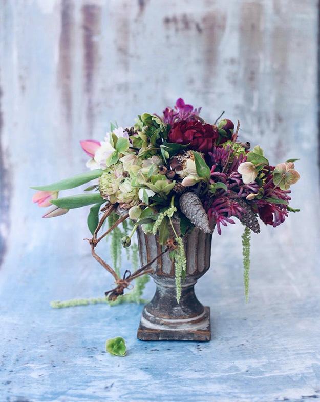 סידור פרחים מרשים בסגנון רומנטי
