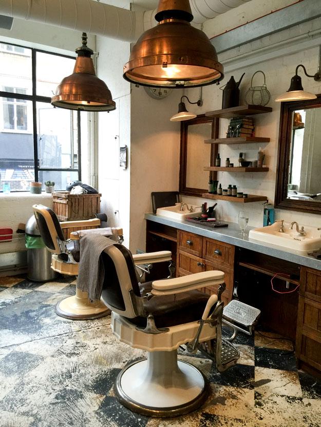 ברבר אנד פרלור, קונספט של הכל בו במקום מעוצב בסגנון שיק תעשייתי. מספרה לצד מעדנייה, בית קפה וחנות עיצוב