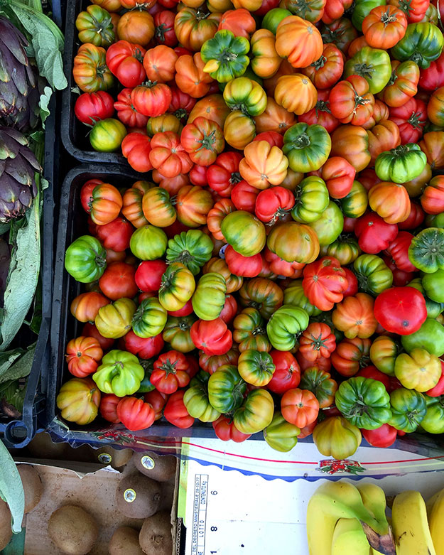 עגבניות בשוק האיכרים