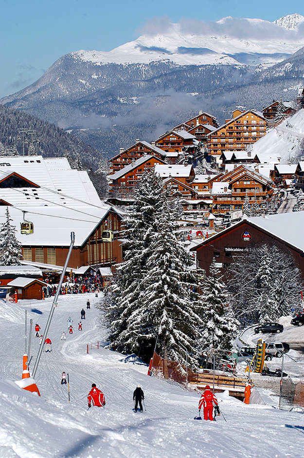 העיירה מריבל, Meribal מורכבת משני חלקים בסגנון Chalet ונחשבת לאחת היפות מבין עיירות הסקי באלפים הצרפתיים