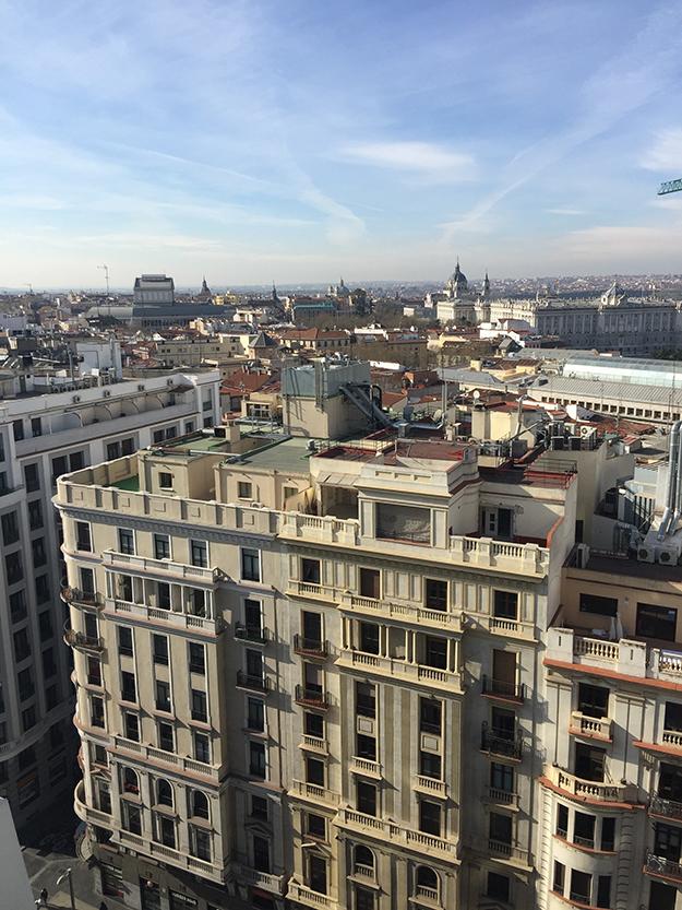 הנוף מהרוף טופ במלון Dear Hotel