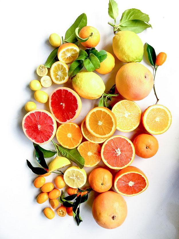 שפע של הדרים: תפוזים, אשכולית אדומה, קלמנטינות, לימון, תפוז סיני