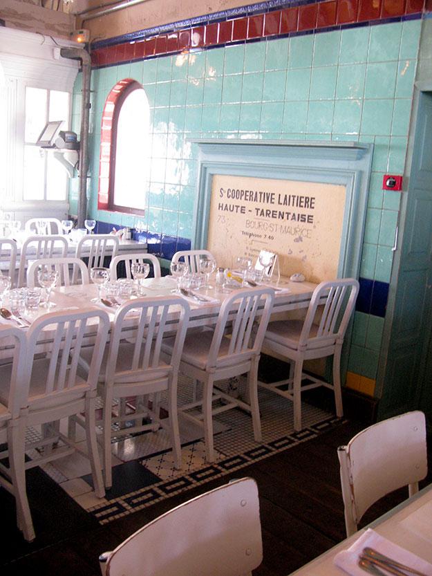 עיצוב הפנים במסעדת הפסגות המעוצבת, LA FRUITIERE בהשראת מחלבות אלפיניות ותיקות