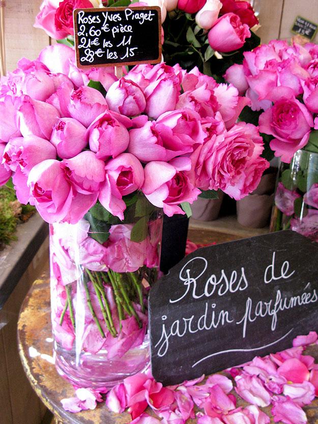 ורדים בחנות פרחים מקסימה ברובע המארה