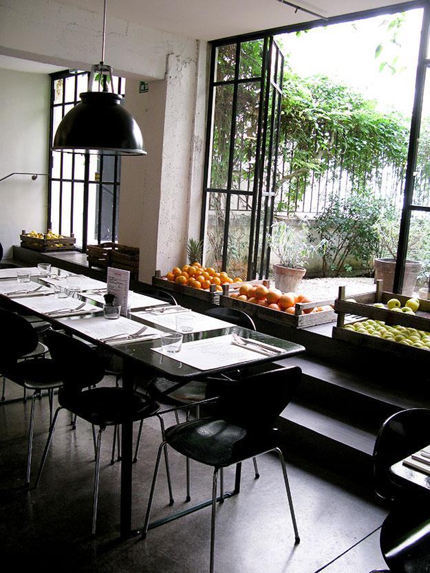 בקנטינה של MERCI אחרי סיבוב בשלוש קומות החנות אפשר לרדת לארוחת צהריים בקנטינה