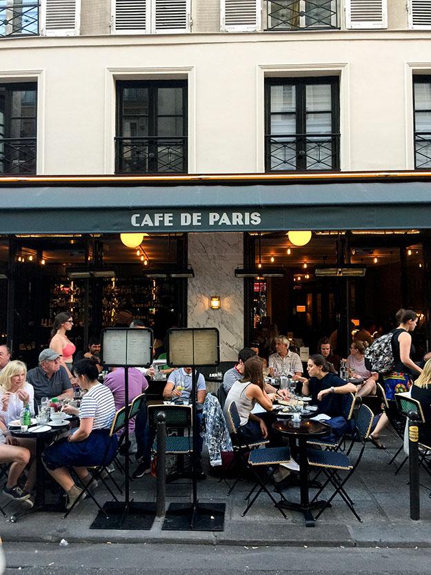 לאורכו של רחוב Rue de Buci תמצאו בתי קפה, מסעדות, חנות גלידה ופטיסרי. בערב האווירה ברחוב הקטן הזה, היא של חגיגה פריזאית תוססת.