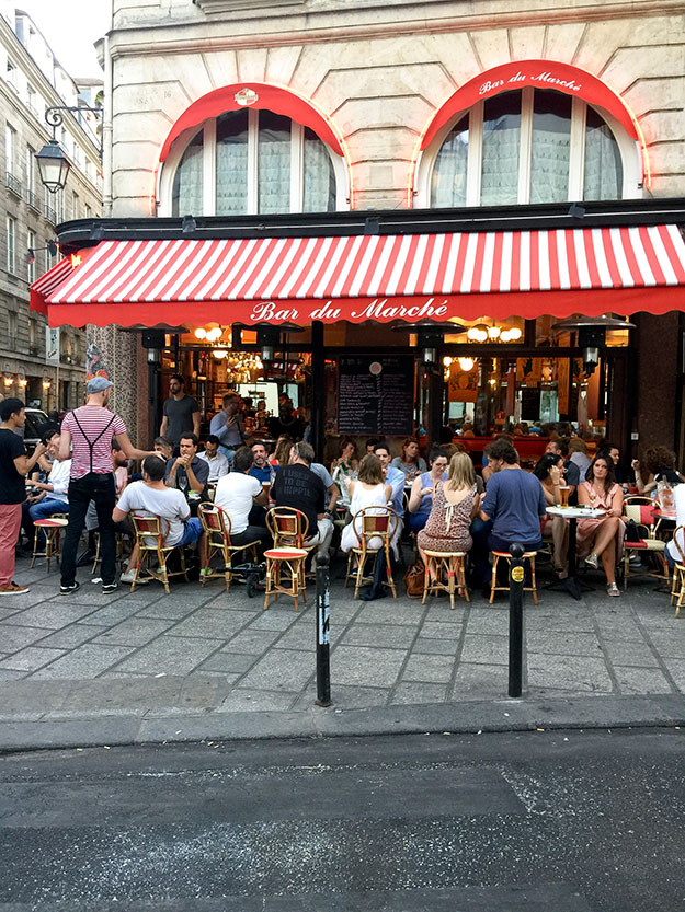 פינה פריזאית טיפוסית, לרבוץ בבית קפה בסאן ז'ארמן