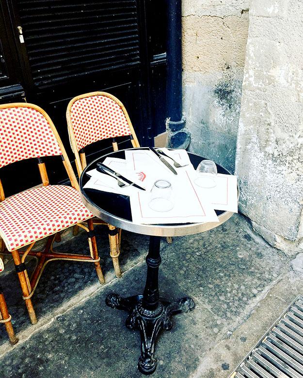 קפה שרלוט פינה של שולחן ביסטרו
