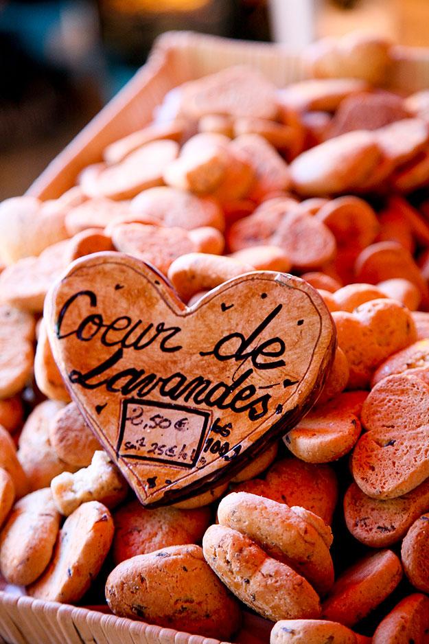 עוגיות לב הלבנדר, עוגיות פריכות טיפוסיות לאזור, אפויות בצורת לב מבושמות בטעם עדין של לבנדר