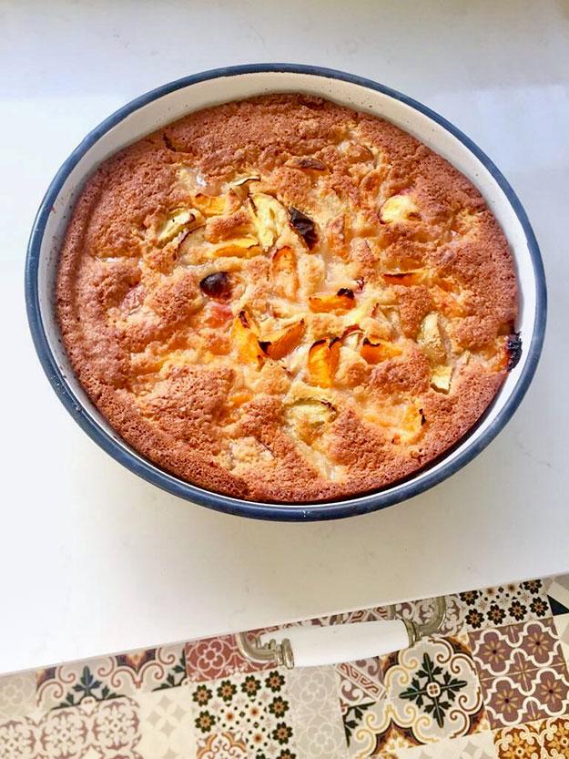 העוגה הזאת נפלאה גם עם משמשים, אפרסקים, נקטרינות ושזיפים